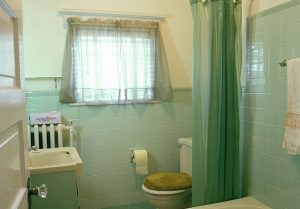 An old bathroom, yesterday.